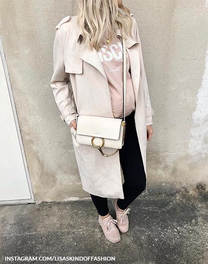 נעלי סניקרס בהריון